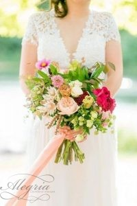 beautiful-wedding-bouquets-not-big-bandaged-with-pink-ribbons-with-green-dahlias-mikkel-paige-via-instagram-334x500