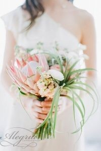 wedding-bouquets-beautiful-unique-blush-wedding-photography-334x500