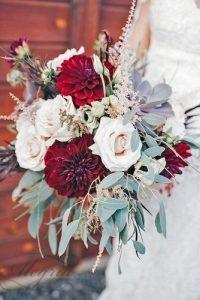 wedding-bouquets-beautiful-unique-natural-with-white-roses-and-dark-red-dahlias-alex-lasota-photography-334x500