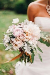wedding-bouquets-beautiful-unique-natural-with-white-roses-and-white-dahlias-justin-and-mary-photography-334x500