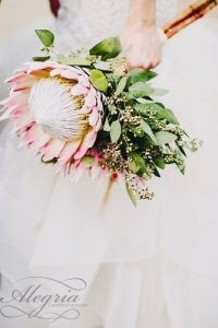 wedding-bouquets-that-are-beautiful-and-unique-lauren-scotti-334x500