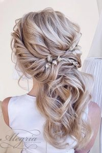 wedding-trends-2019-swept-half-up-half-down-with-braids-xenia_stylist